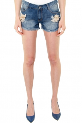 SHORT IN DENIM CON FIORI APPLICATI, BLU